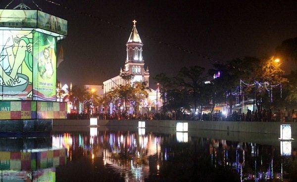 Nhà thờ chính tòa - Địa điểm đi chơi Noel tại Đà Nẵng 2017