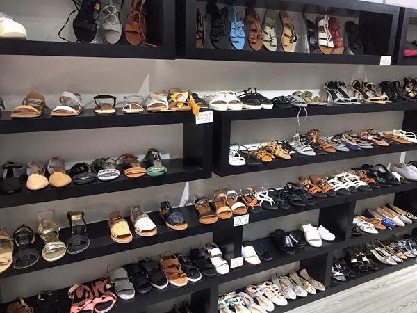hình ảnh Top 9 Shop Giày Trên Đường Cách Mạng Tháng 8 Rẻ Đẹp Đông Khách Nhất - số 10