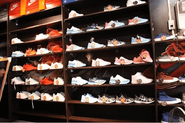 Shop giày cách mạng tháng 8