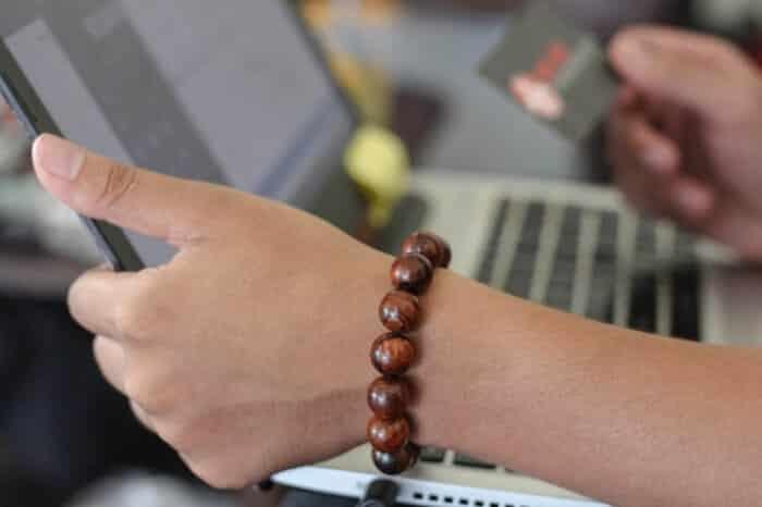 đeo vòng tay gỗ sưa có tác dụng gì- ảnh 5