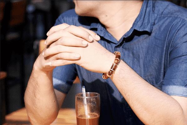 đeo vòng tay gỗ sưa có tác dụng gì - ảnh 1