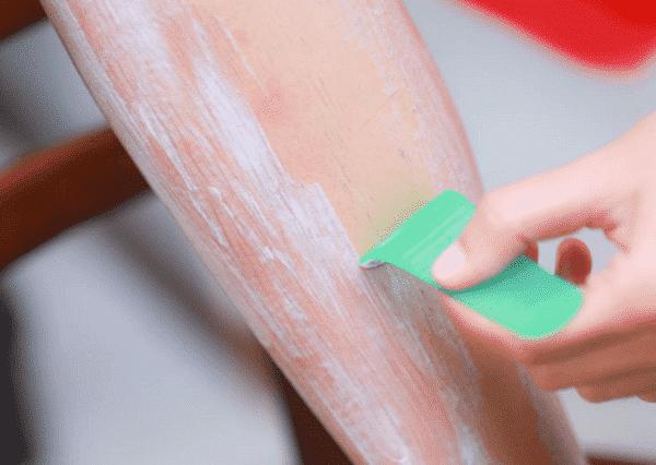 Thoa kem đều lên vùng da cần tẩy