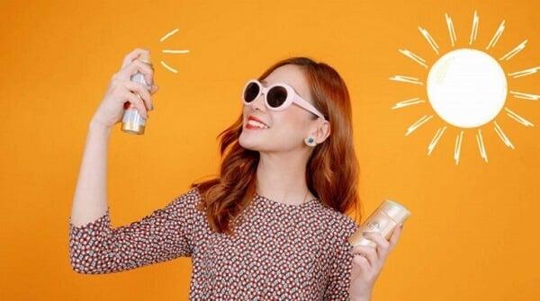 Cách reapply thoa lại kem chống nắng trong ngày