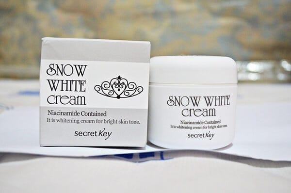 snow-white-cream-kem-duong-trang-da-han-quoc-nao-tot
