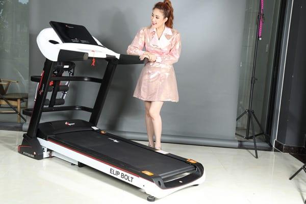 hình ảnh Diễn viên Phương Hằng chọn mua máy chạy bộ thương hiệu Elipsport - số 1