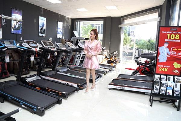hình ảnh Diễn viên Phương Hằng chọn mua máy chạy bộ thương hiệu Elipsport - số 2