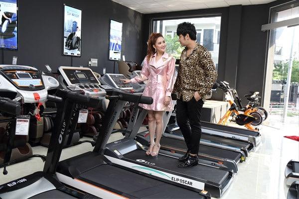hình ảnh Diễn viên Phương Hằng chọn mua máy chạy bộ thương hiệu Elipsport - số 3